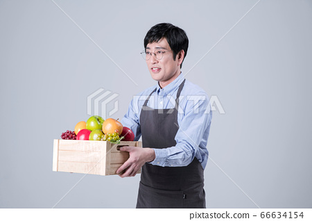 A studio portrait of Asian man making a confident smile 007 66634154