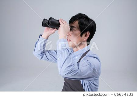 A studio portrait of Asian man making a confident smile 040 66634232
