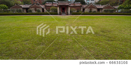 Chinese traditional house with grass 66638108