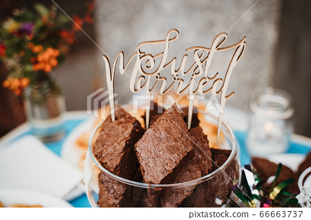 Wedding Just Married sign with chocolate muffins 66663737