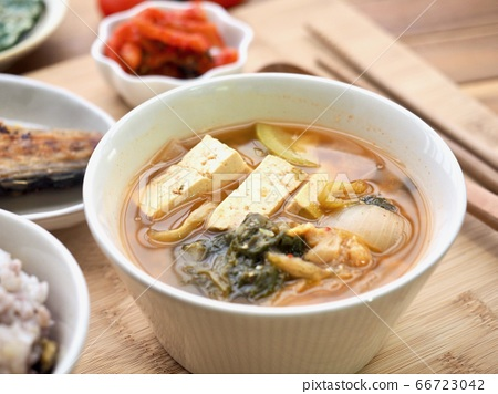 한국의 전통음식 된장찌개 66723042