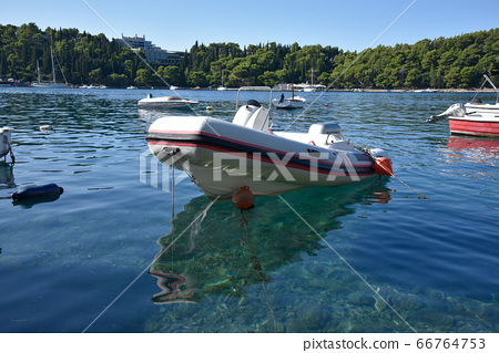 日本船隻的沿海停泊船。 66764753
