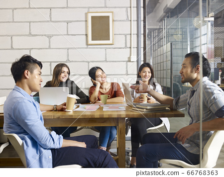 business people in meeting 66768363