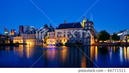 Hofvijver lake and Binnenhof , The Hague 66771521
