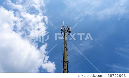 面对蓝天的通讯塔 66792068