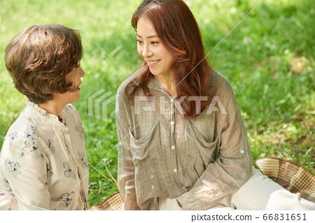 소풍중인 엄마와 딸 66831651