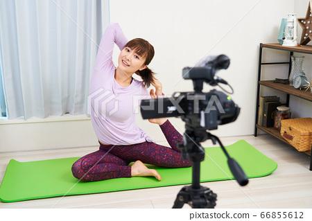遠程在線Youtuber YouTube Vlogger Blogger Yoga Stretch Fitness 66855612