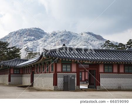 한국 서울시 중구 종로구  덕수궁 경복궁 겨울 66859090