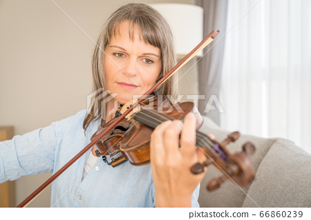 Woman with a violin 66860239