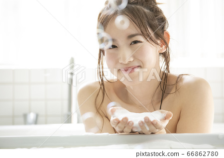 A young lady bathing 66862780