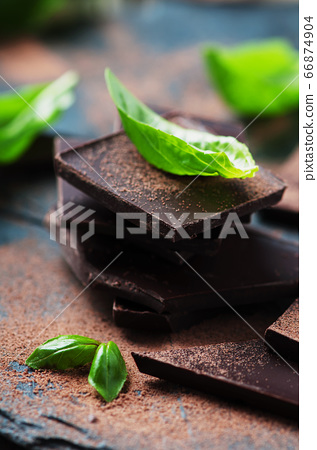 Dark chocolate with basil 66874904