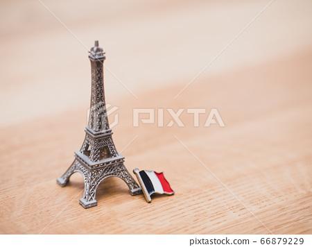 艾菲爾鐵塔的縮影和法國國旗的對象 66879229