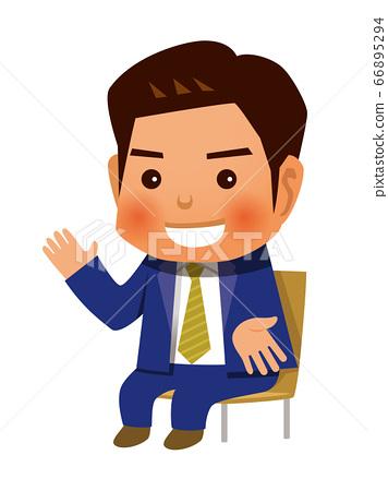 一個男人坐在椅子上說話 66895294