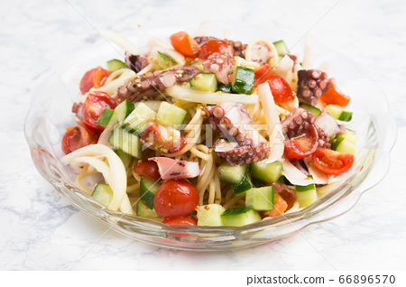 Cold pasta with octopus 66896570