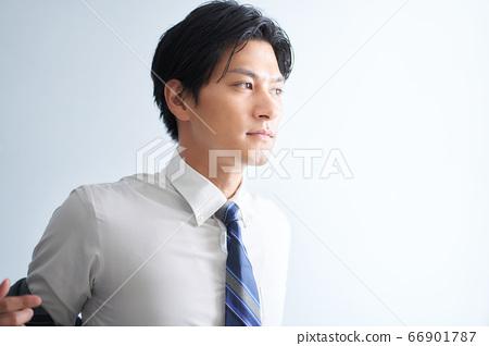 정장을 입는 남성 66901787