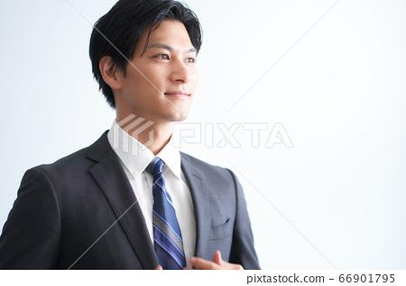 一個微笑的商人 66901795