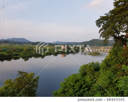 고요한 강물 66943505