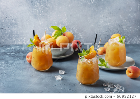 Fresh apricot cocktail with ice and mint 66952127