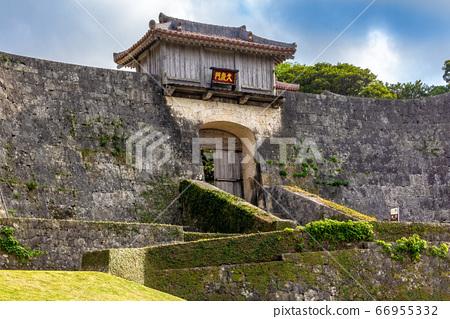 Shurijo Castle Kukeimon 66955332