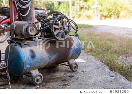 Old Piston Air Blue compressor used in the factory 66981290