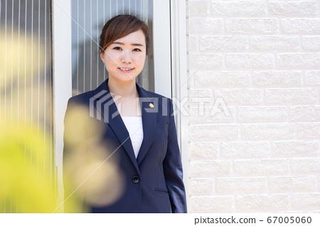 Female lawyer 67005060