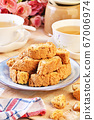 Italian almond biscuits  67006974