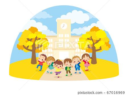 可愛的孩子們在秋季的一天聚集在一所小學前[球型] 67016969