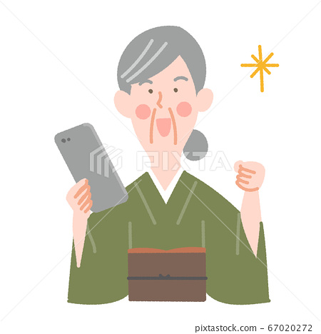 스마트 폰과 기모노의 초로의 여성 67020272