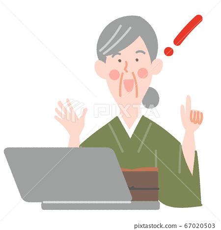 노트북과 기모노의 초로의 여성 67020503