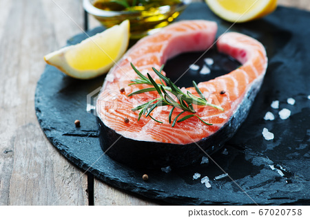 Uncooked salmon with rosemary and salt 67020758