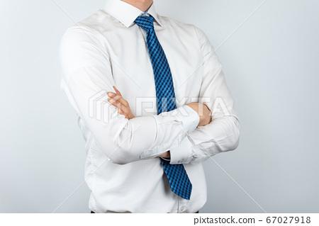 와이셔츠를 입은 아시안 남자 67027918