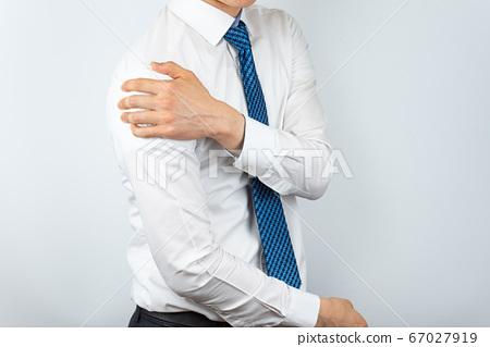 와이셔츠를 입은 아시안 남자 67027919