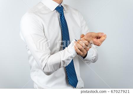 와이셔츠를 입은 아시안 남자 67027921