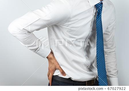 와이셔츠를 입은 아시안 남자 67027922