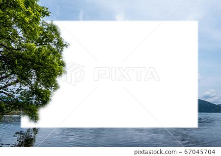 在初夏的琵琶湖上的樹木與框架 67045704