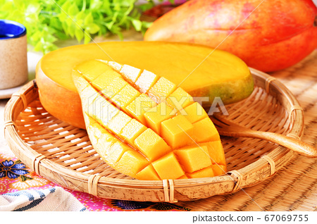Mango fruit 67069755