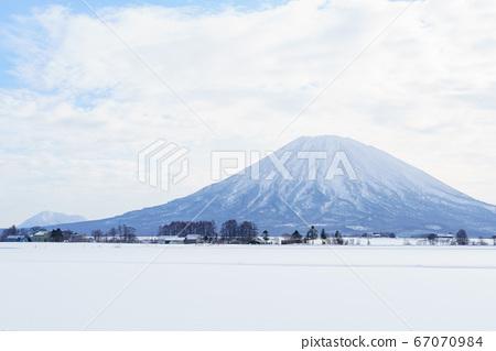 雪中的羊蹄山 67070984