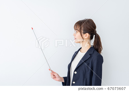 A woman with glasses explaining. 67073607