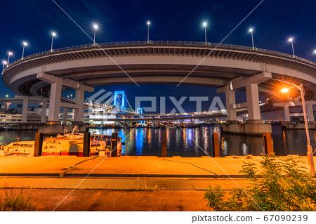 <<Tokyo>> Night view of Rainbow Bridge and Loop Bridge 67090239