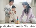 일본인 가족 · 적목 놀이 아기와 부모 이미지 67098442