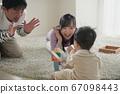 일본인 가족 · 적목 놀이 아기와 부모 이미지 67098443