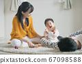 일본인 가족 · 적목 놀이 아기와 부모 이미지 67098588