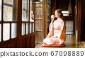 外國婦女穿著和服喝茶 67098889