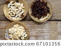 RAW almond slice raisin Cashew nuts 67101356