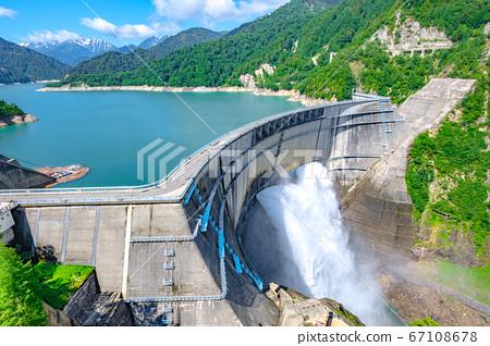 초여름의 구로베 댐 67108678