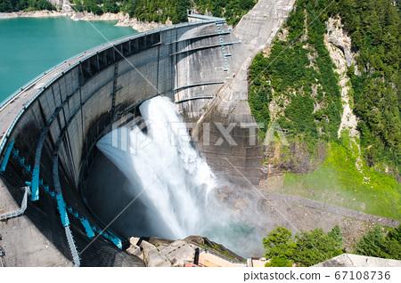 구로베 댐의 방류 67108736