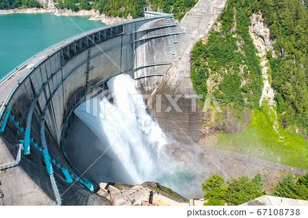 구로베 댐의 방류 67108738