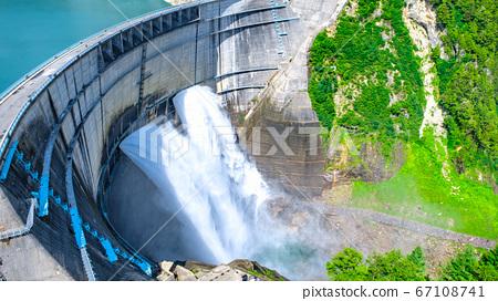 구로베 댐의 방류 67108741
