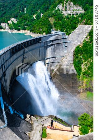 구로베 댐의 방류 67108745