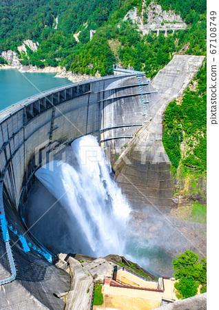 구로베 댐의 방류 67108749